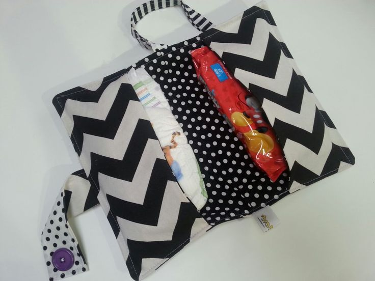 Black&White chevron diaper pouch. To go. Made by Bilbuli