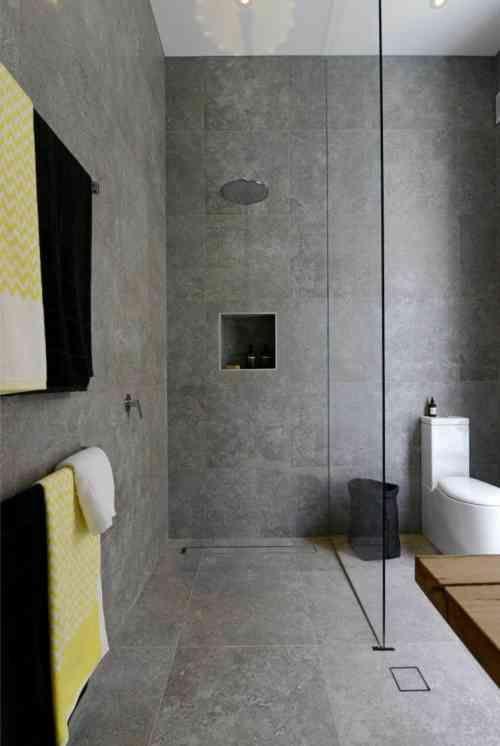 Intérieur moderne avec des murs en béton ciré