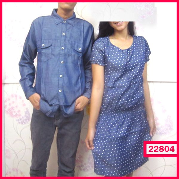"""Dress Couple Denim Polka Kode : 22804  Harga : 135.000  Size :  – Pria : LD=53cm P=72cm  – Wanita : LD=47cm P=83cm  Bahan : Rayon Denim  ============== yukk order dengan sms kami di 089-77795217 atau bbm di 237B54D2 """"DICARI RESELLER DAN DISTRIBUTOR DI INDONESIA"""""""