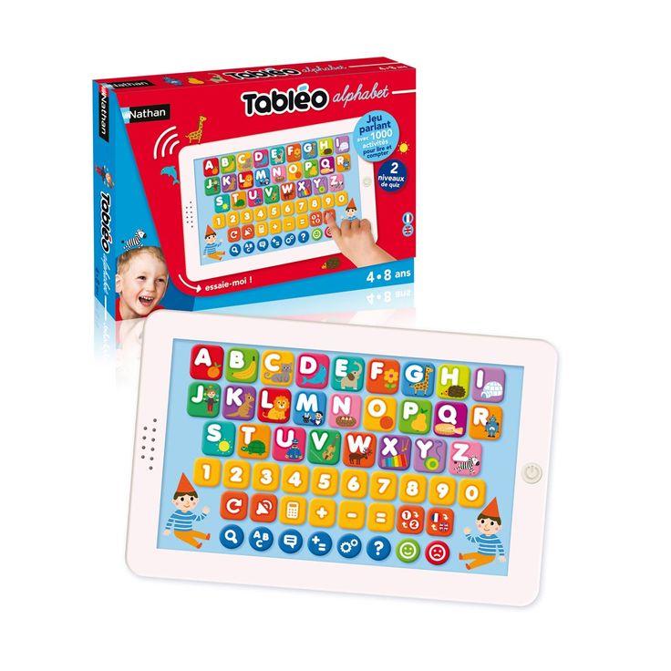 Avec cette tablette interactive, l'enfant découvre la lecture et le calcul. Il commence par apprendre les lettres. Puis il s'exerce à épeler des mots pour ensuite les écrire. L'enfant découvre aussi les chiffres et démarre de manière ludique l'apprentissage du calcul. Tabléo alphabet propose 2 niveaux de difficulté, et deux langues de jeu : français ou anglais. L'enfant est fier d'avoir sa tablette, comme les grands. Tout en s'amusant, il apprend et exerce sa mémoire.