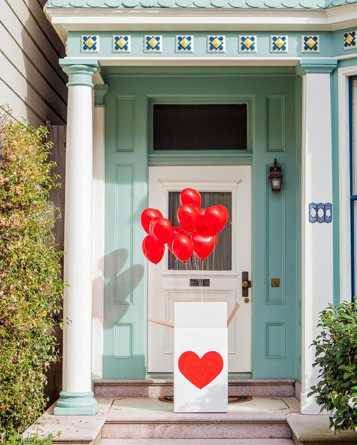 It's the ol' balloons in a box trick. Surprise your lover or friend. DIY on ohhappyday.com  by ohhappyday