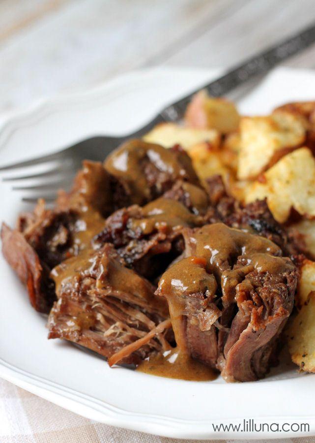 2 minute prep time - Crock Pot Roast recipe! Our favorite! { lilluna.com }