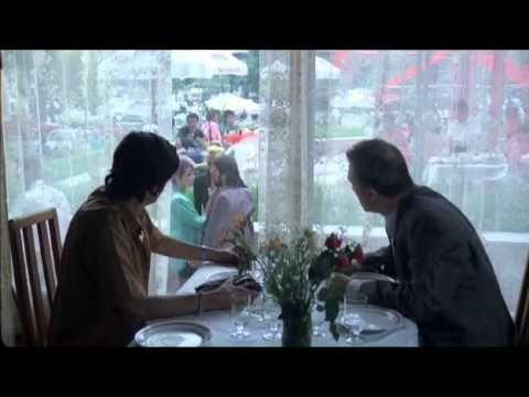 """Patul conjugal (1993) cu Gheorghe Dinica. Într-un Bucureşti post-ceauşist, fiecare încearcă să-şi facă un rost. Vasile Potop, directorul unui cinematograf, vrea să se împrumute pentru ca soţia lui, Carolina, să avorteze, dat fiind că nu-şi pot permite să crească trei copii. Încearcă mai întâi cu Stela, casieriţa plină de nuri, dar aceasta se """"reprofilează"""", devenind prostituată. Apoi încearcă să vândă o carte a lui Ceauşescu scăpată de distrugere la Revoluţie."""