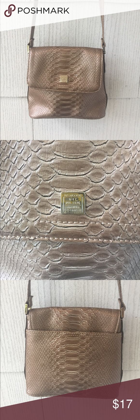 Liz Claiborne Gold Croc Crossbody Like new and adorable crossbody in pretty gold crocodile pattern. Liz Claiborne Bags Crossbody Bags