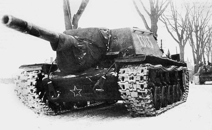 A Russian ISU-152, anti-tank gun. With its 152mm main gun, German tank crews kept an eye out for these on the battlefield late in the war!!