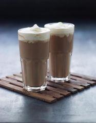 Kaffe m nougat, muskat og romfløde