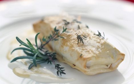Indbagt ost i filodej med timian
