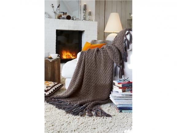Prunk-Stück: Diese selbstgemachte Wolldecke verwandelt Ihr Sofa zur royalen Sitzgelegenheit. Hier gibt es die kostenlose Anleitung. www.fuersie.de/stricken/kostenlose-strickanleitungen/download/strickanleitung-prunkvolle-wolldecke