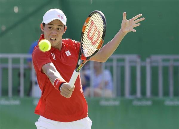 男子シングルス3位決定戦 ナダルと対戦する錦織圭=リオデジャネイロ(共同) 【五輪テニス】ナダル破り「銅」獲得の錦織圭「日本のために頑張るのは心地いい」「気力振り絞って勝てた」