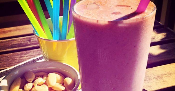 Αμυγδαλένιο smoothie μπανάνα-φράουλα