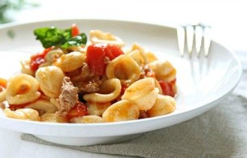 Orecchiette con salsiccia e pomodorini