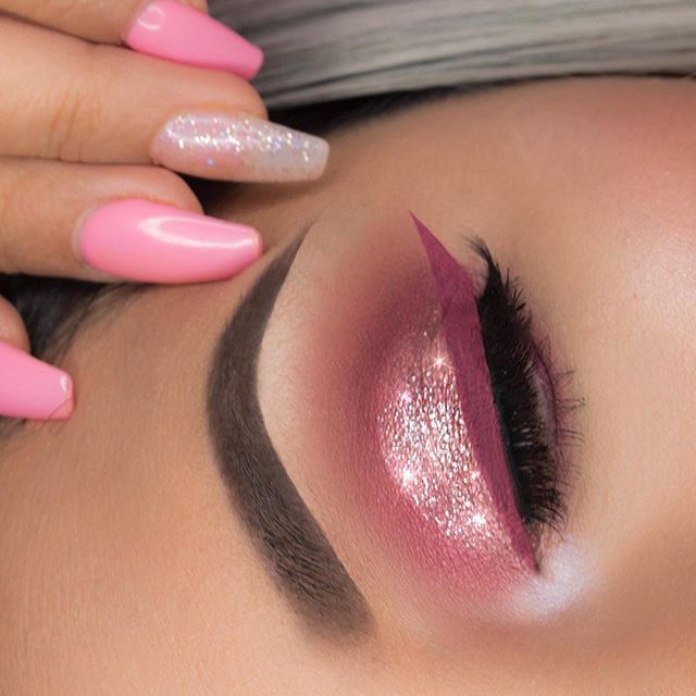 R Pink  Who would rock this?? I used the @morphebrushes 35B Palette for the crease colors @makeupgeekcosmetics Mai Tai & Light Year Sparkler on the lid @anastasiabeverlyhills Brow Definer in Dark Brown and Liquid Lipstick in Catnip for the liner @dodolashes in D115 #tartecosmetics @tartecosmetics Shape Tape  @mannakcosmetics Powder in C3 @whoisshecosmetics highlight in Vanilla Glow ✨