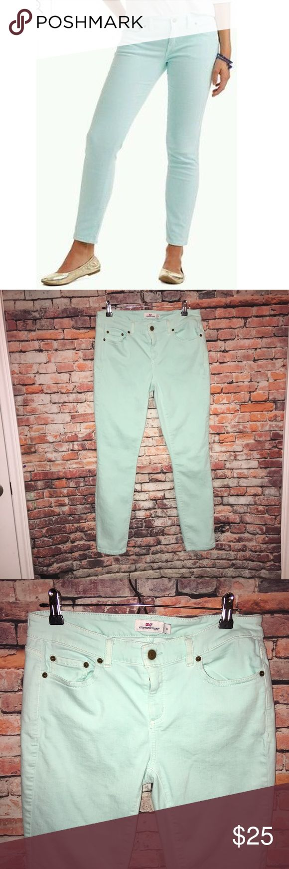 Vineyard Vines Mint Pants Jeans Size 8 In excellent condition! Like new! Pet and smoke free home. They are a cotton blends with a perfect flattering stretch to them. Very flattering on;) Vineyard Vines Jeans Skinny