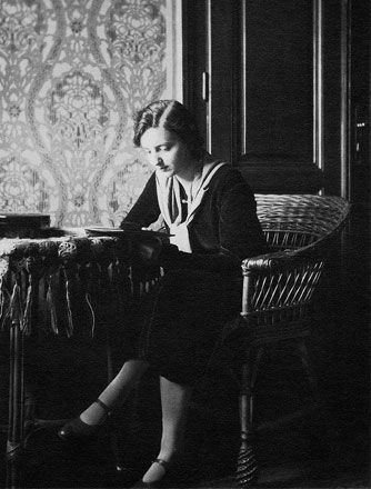 Elisabeth Sigmund. One of her favourite pastimes: reading. Circa 1929.