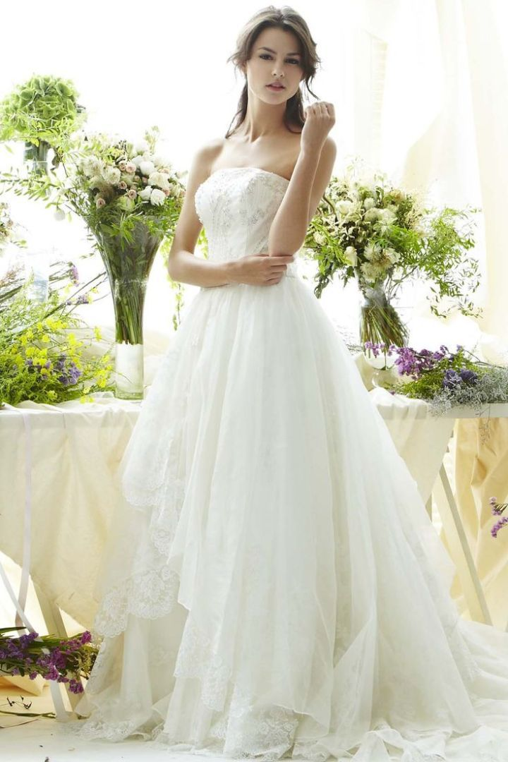 To see more gorgeous Saison Blanche wedding dresses: http://www.modwedding.com/2014/10/30/saison-blanche-wedding-dresses-graceful-elegance/ #wedding #weddings #wedding_dress