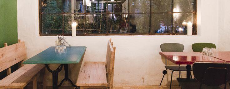Dans le classement des 50 meilleurs restaurants du monde, les Parisiens peuvent se targuer d'avoir Septime, une pépite gastronomique de la rue de Charonne. Quand on a su que son chef en complotait une seconde juste à côté, on s'est dit que vous seriez contents d'être les premiers à le savoir. Cri de joie pour l'ouverture de Clamato.  Clamato, c'est un restaurant intimiste inspiré des concepts de bars à poissons qui cartonnent à New-York et Copenhague. En journée, on se colle comme des…