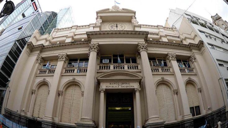 El salto del dólar ayuda a borrar las pérdidas del balance del BCRA http://www.lanacion.com.ar/2095341-el-salto-del-dolar-ayuda-a-borrar-las-perdidas-del-balance-del-bcra