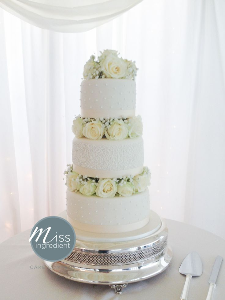 wedding cake with fresh flowers by Miss Ingredient