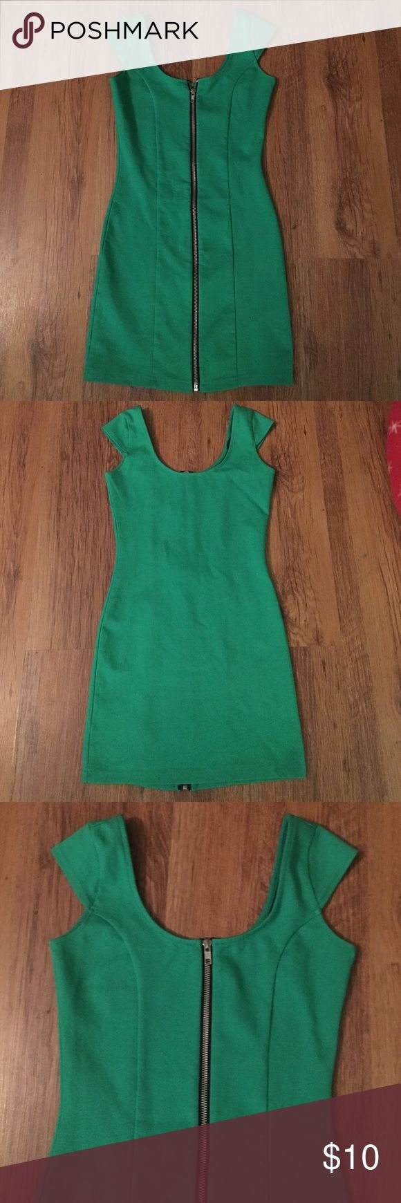 Dress.  Size 4. Kelly green dress.  Zips up the front. Could be worn as a long top with leggings.  Adorable. Size 4. Dresses