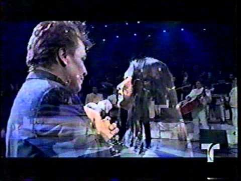 "Ana Gabriel le canta ""Luna"" a Juan Gabriel"