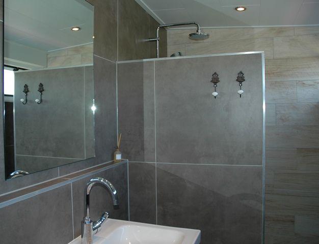 Regendouche in de badkamer op de verdieping