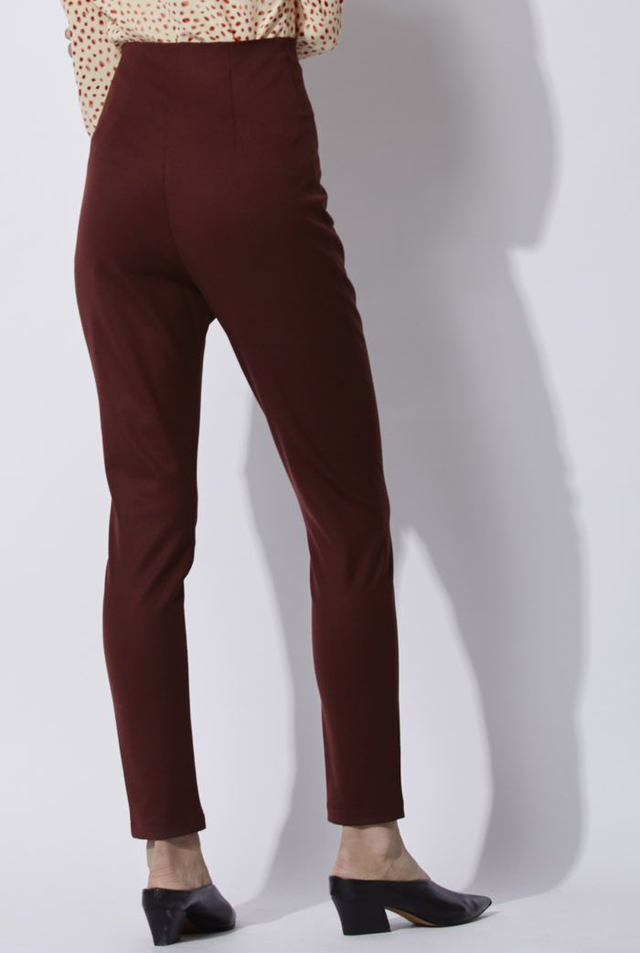 Burgundy Manolo Pants: High waisted skinny trousers made of stretch wool. An all time Cortana classic which is renewed each season in new colors and materials for its very flattering fit. Made in Barcelona. Cortana AW 2016 collection. Shop online.