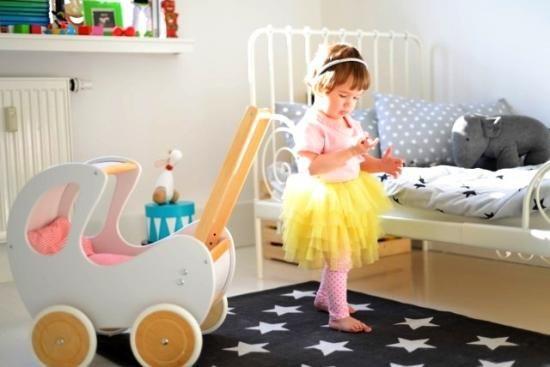 Drewniany wózek dla lalek RETRO- biel połączona znaturalnym drewnem