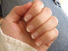 Was hilft gegen brüchige Nägel? Hausmittel gegen brüchige Fuß- und Fingernägel pflegen eingerissene, splissige und trockene Nägel. Hier finden Sie die besten Hausmittel!