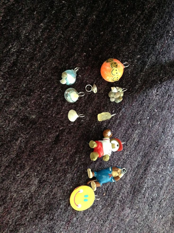 These are cute and easy just find small toy or seashell. Glue jump ring onto it and tada you have a charm