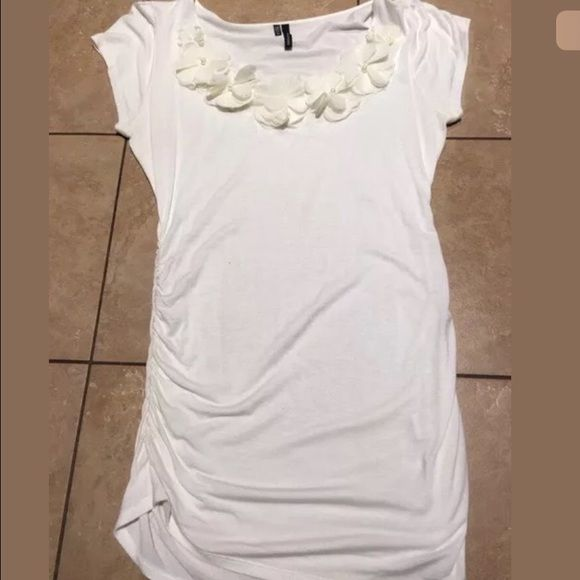 Maurice's cream short sleeve top - M Maurice's size M cream top with flowers at the neckline Maurices Tops Tees - Short Sleeve
