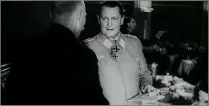 Фото  Герман Геринг вручает шахтёру Железный крест, 1941. из видео  Немецкий еженедельный киножурнал  1941-01-15 - Die Deutsche Wochenschau Nr. 541