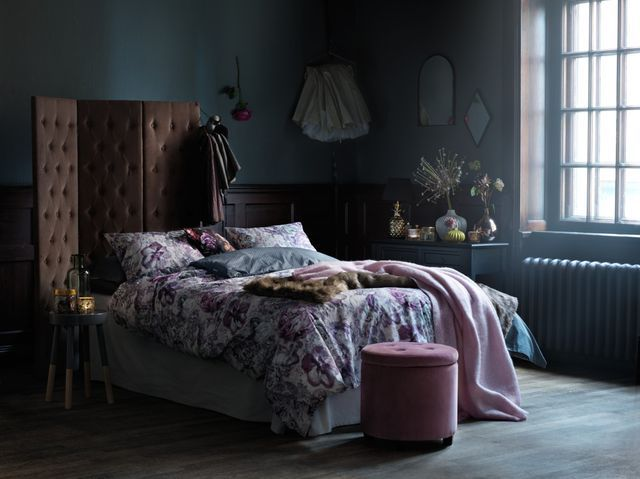 13 Dark & Cozy Bedrooms To Get Inspired For Fall
