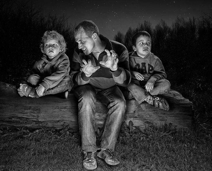 """a father is spending quality time with his children telling stories by a fire  Vaya que sí sabe contar historias!!!  Foto de Adrian Sommeling """"The making of 'The Storyteller'"""