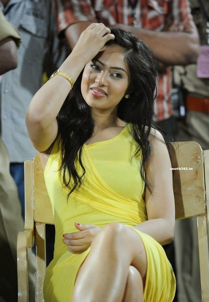 Nikesha Patel Legs In Yellow Dress At Celebrity Cricket League T20 Finals In Hyderabad (14) at Nikesha Patel At Celebrity Cricket League Finals  #CCL #CelebrityCricketLeague #NikeshaPatel