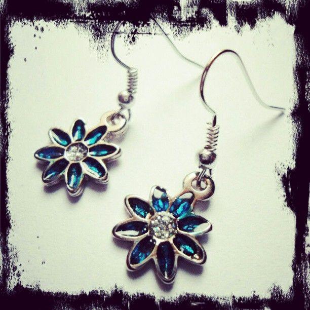 Aretes Flores Azules https://www.facebook.com/AccesoriosUv