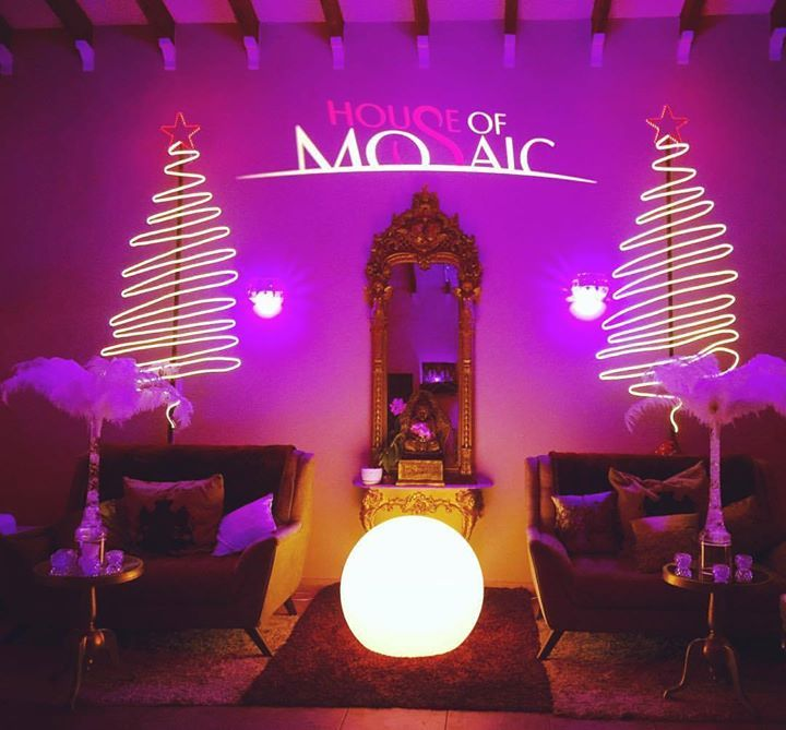 #houseofmosaic The scent of #christmas is lingering in our air.... lock-in your #yearendparty date TODAY! #aruba #eventdesign #eventstyling #eventorganizer #eventprofs #eventphotography #eventplanners #eventmanagement #eventdesigner #eventstylist #eventoscorporativos #eventproduction #eventrentals #eventspace #eventvenue #wedding #boda #evento