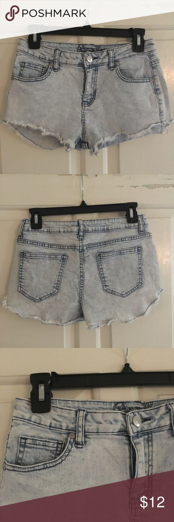🌀 High wasted Acid wash shorts High Wasted acid wash shorts in good condition, some wrinkling on the bottom hems but could be easily steamed or ironed! Pockets all functional, size tag says 5/6 but really fits like a 4! Shorts Jean Shorts