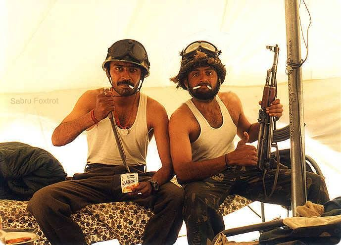 Two Indian Army officers goofing off for the camera during the Kargil War. Today makes the 18th anniversary of India's victory in the conflict [649x495]