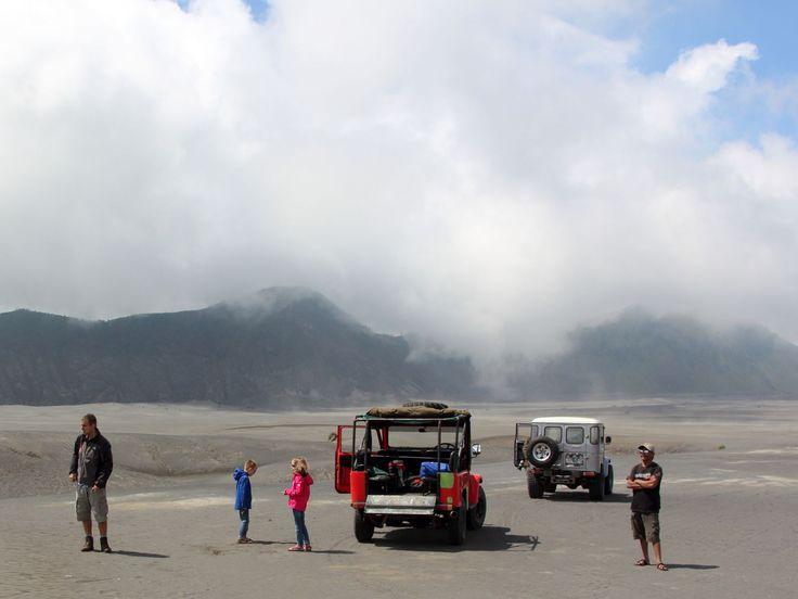 Per jeep naar de Bromo vulkaan in het oosten van Java: geschikt met iets grotere kinderen.