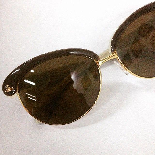 Νέα collection Vivienne Westwood  (Μας αρέσουν τόσο πολύ, που φοράμε τα #γυαλιά μας και στη #συννεφιά emoji️) #glasses #sunnies #shades #sunglasses #frames #eyewear #opticametaxas #athens #style #fashion #viviennewestwood #westwood #love