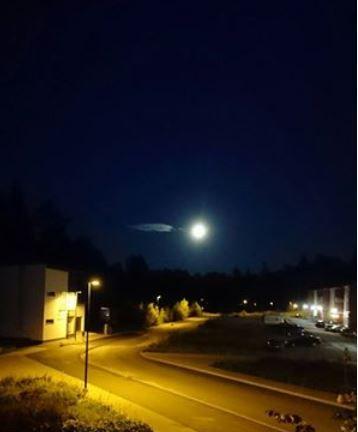 Korteniityntie and full moon, Jyväskylä