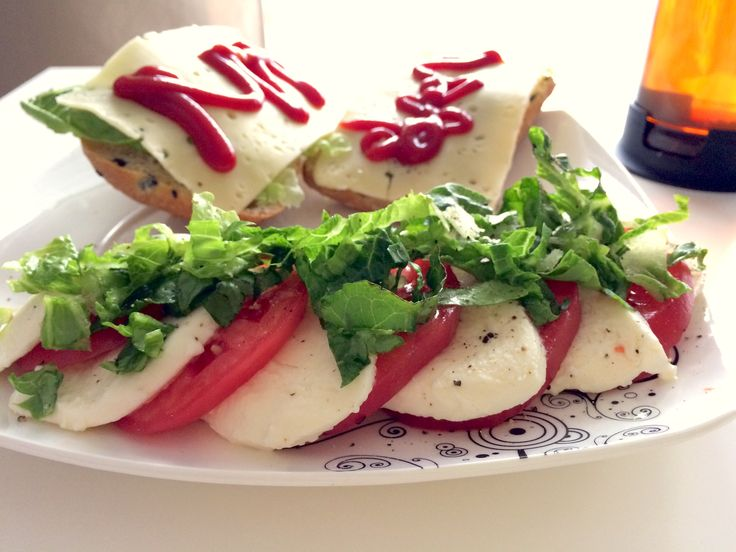 Mozzarella z pomidorem