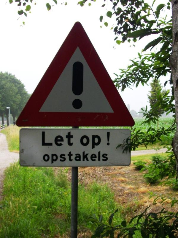 Het bord  aan de andere kant van de weg was wel goed gespeld!