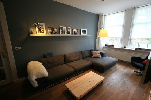 VT Wonen - prachtige vloer - bank -kleurencombi - plank boven bank