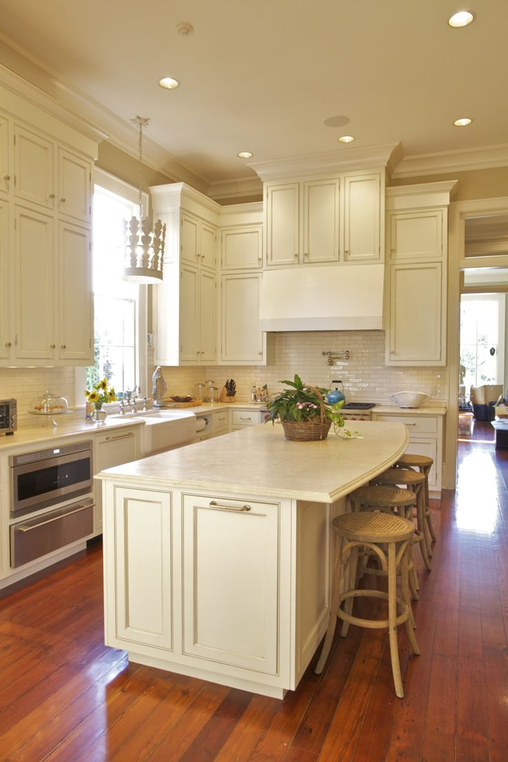 Maple crown molding kitchen cabinets - Beautiful Custom Kitchen With A Stile And Rail Cabinet Design Crown Moulding Accentuates And Gives