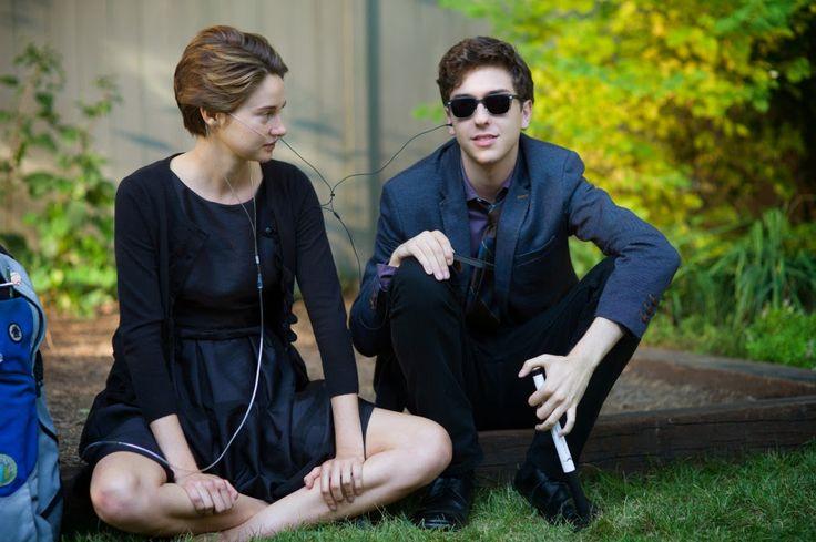 9) Isaac is zo goed als blind en krijgt in het boek een operatie aan zijn ogen. Hazel ging hem bezoeken in het ziekenhuis want hij heeft enkel haar en Gus als vrienden.