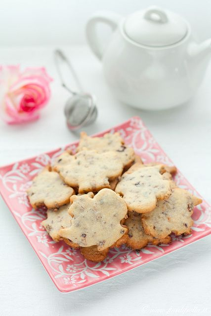 Teapot Cookies with Rose Petals (need to translate)