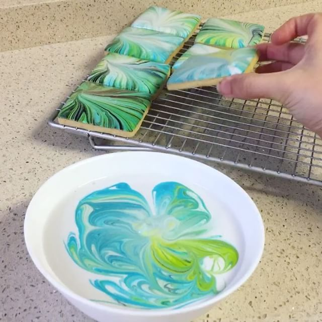 Been a while since I recorded a marbling time-lapse... (using food colouring in royal icing)