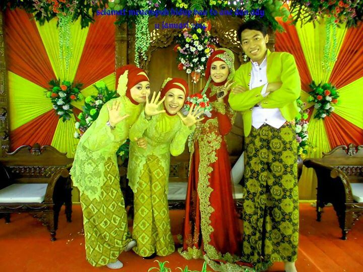 On friends wedding...not really javanese culture..its mixed between mosleme,javanese and sundanese..guess!w8h one is me? :p