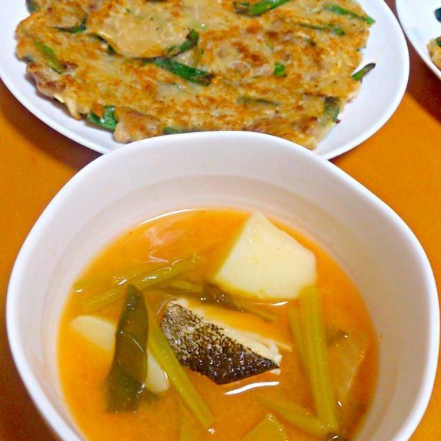 鱈があまっていたので、ジャガイモと一緒に煮てカムジャタン風スープ。 水でもどした切り干し大根、ニラ、ホシエビ、豚肉を入れてチヂミを焼いてみました。 - 24件のもぐもぐ - カムジャタン風スープと切り干し大根入りチヂミ by shiho0403